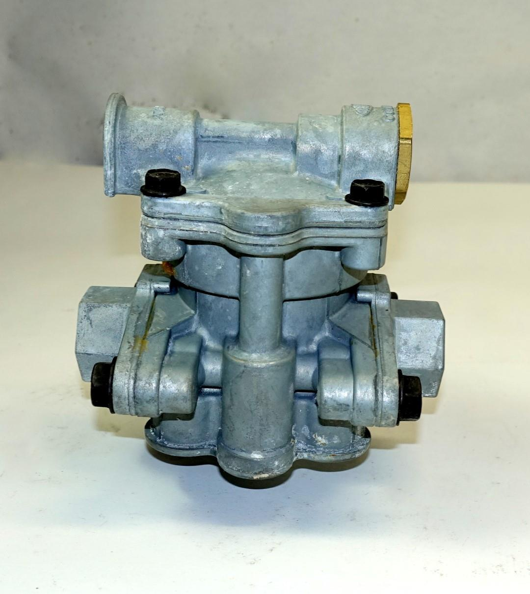 SP-1989 | 2530-01-358-6041 Spring Brake Control Valve for Commercial Trucks and Trailers NOS (7).JPG
