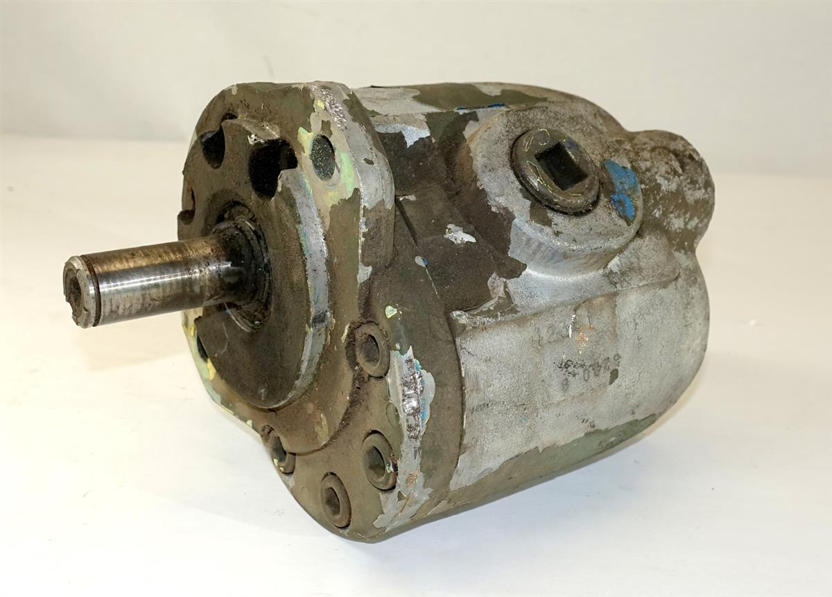 5T-902 | 4320-01-206-4184 Hydraulic System Pump Old Style for M812 Bridge Truck USED (9).JPG