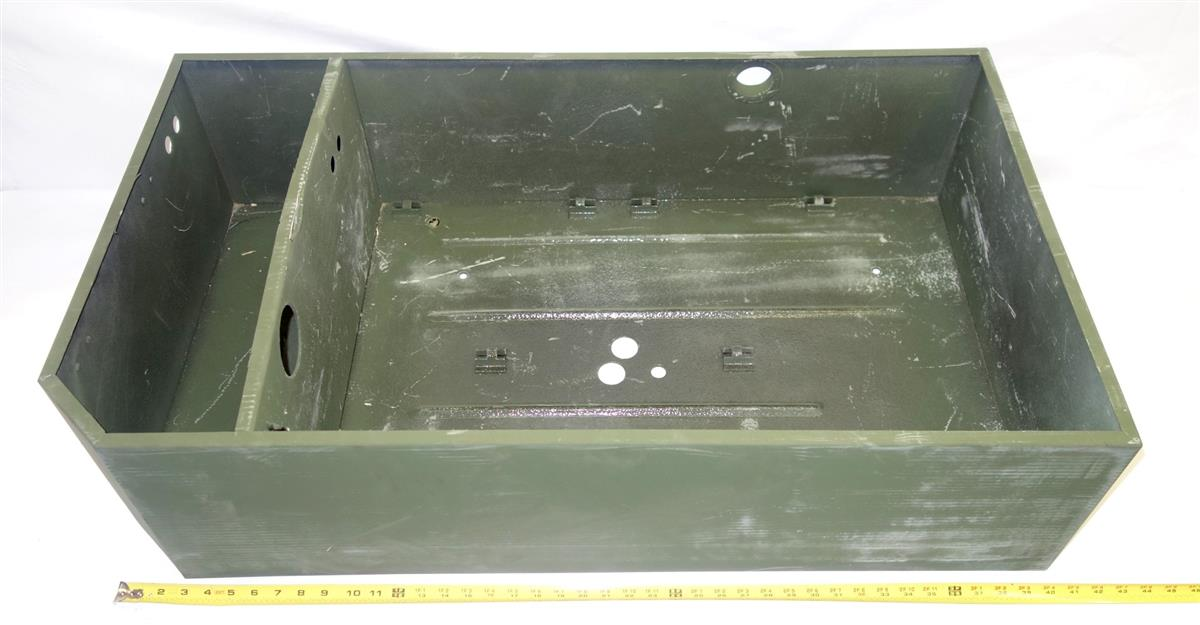9M-839 | 6160-01-093-5836 Battery Box Assembly for M939 Series Trucks NOS (2).JPG