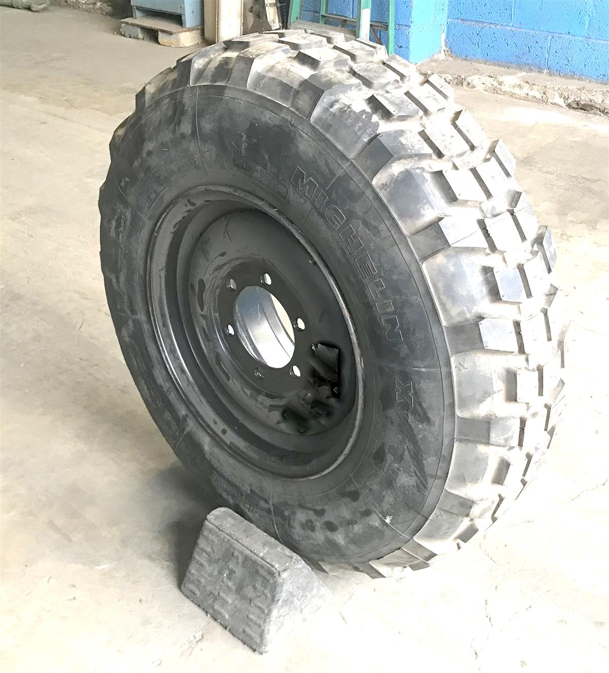 TI-373 | TI-373  Michelin 12.5R20 With Rim (2 Tire Lot) (Used) (3).JPG